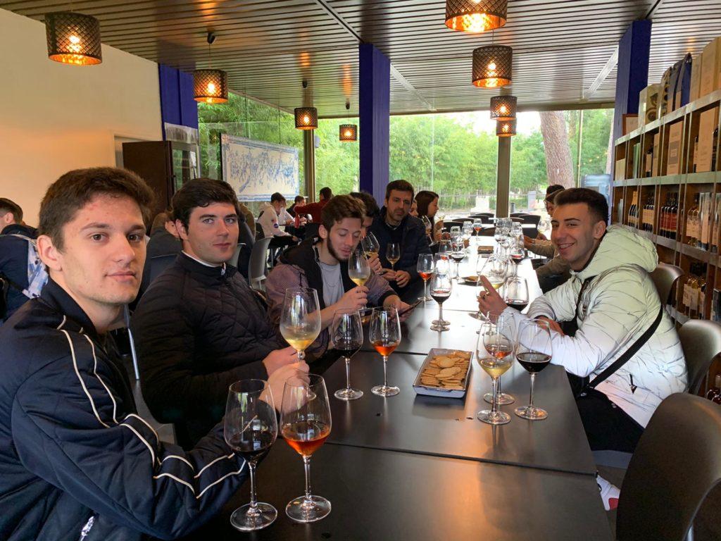 Bar e Agropecuária visitam grandes empresas vitivinícolas